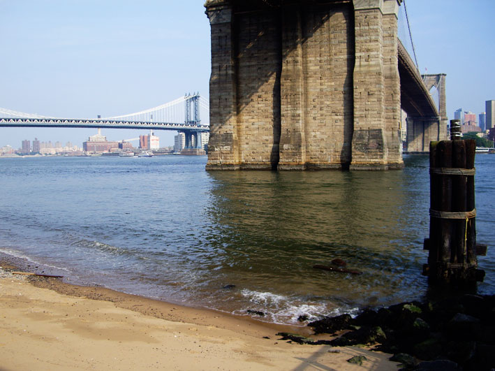 brooklyn-bridge-beach