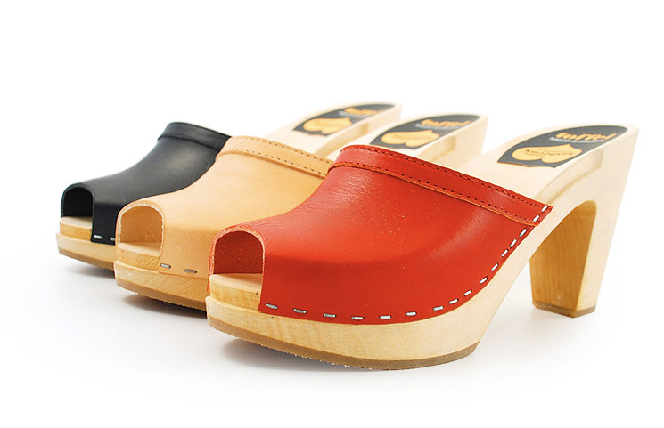 Red-peep-toe-clogs